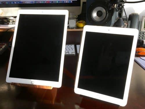 Vergleich von iPad pro 12,9 und iPad pro 9,7 jeweils im passenden Yohann.