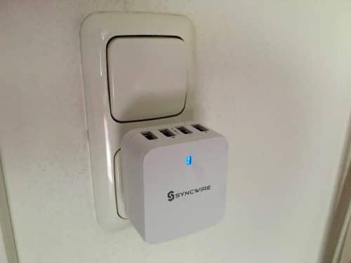 Die blaue LED an der Vorderseite, könnte im Schlafzimmer störend wirken.