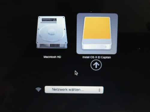 Durch booten mit gedrückter Alt/Option-Taste kann man das Bootlaufwerk wählen.