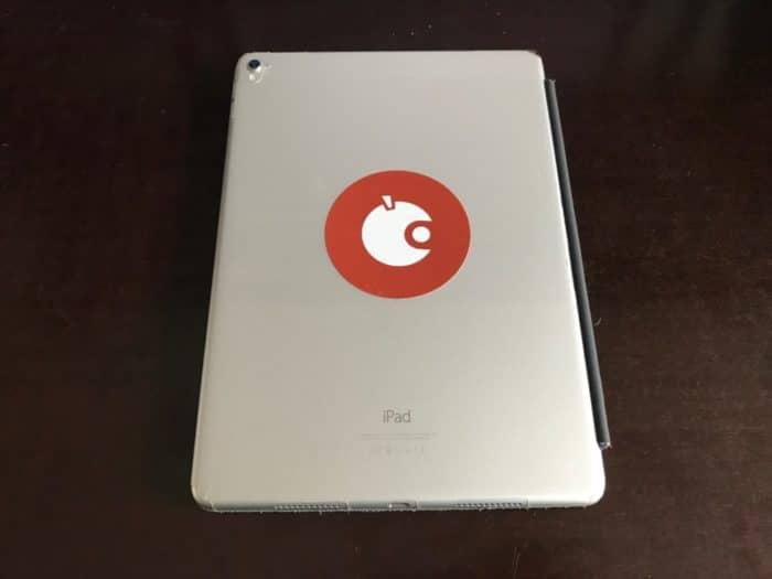 Macht sich auch auf dem iPad pro gut. Der Apfeltalk-Sticker.
