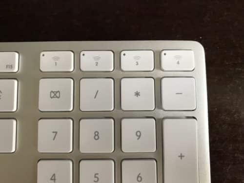 Dort wo bei Apple die Tasten F16-F19 sitzen, hat Matias die Device-Umschaltung angebracht.