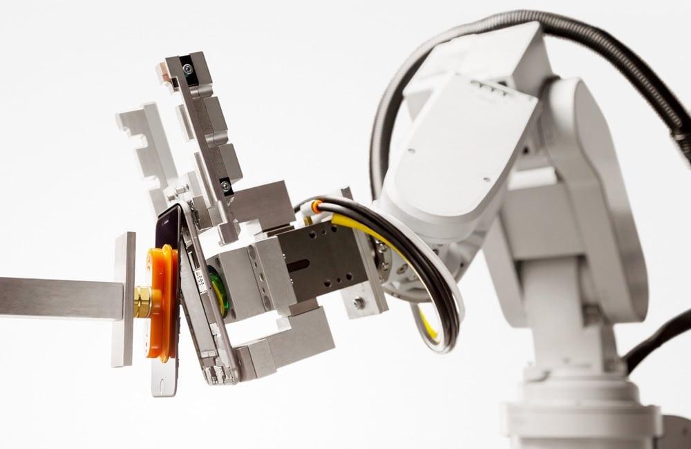 Der Liam-Roboter recycelt iPhones.