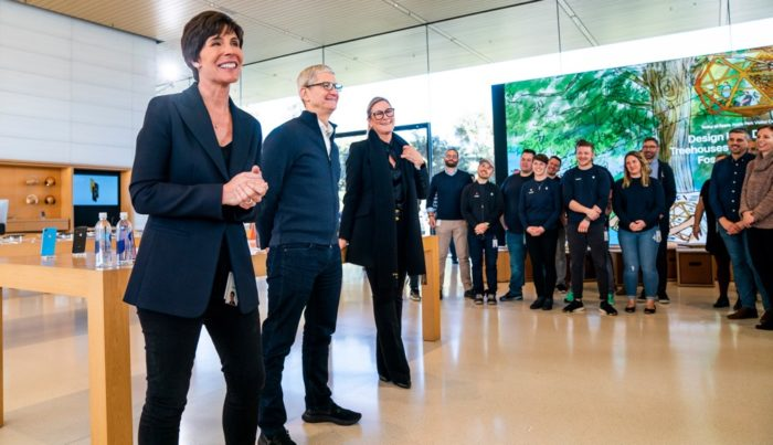 Deirdre O'Brien, Tim Cook, Angela Ahrendts