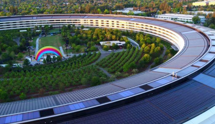 Regenbogen-Bühne Apple Park