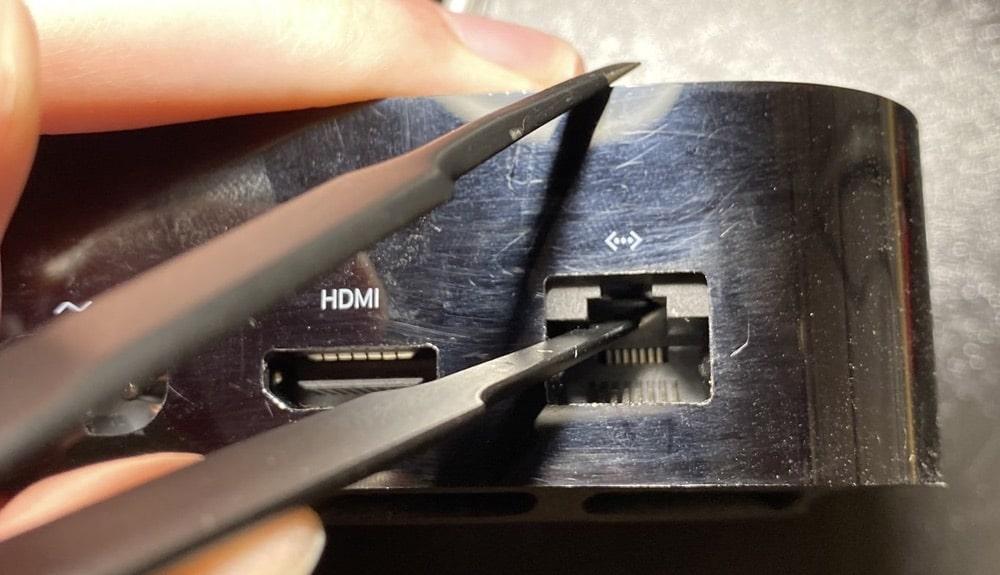 Apple TV 4K hat versteckten Lightning-Anschluss